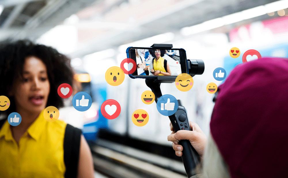 blogger-streaming-live-auf-einer-Bahnplattform